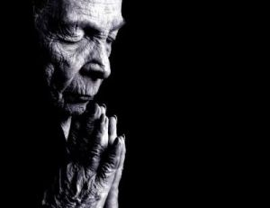 old-woman-praying