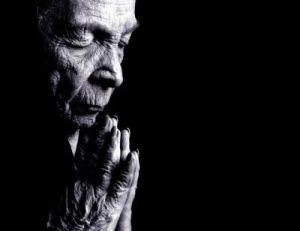 old-woman-praying