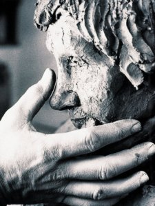 briscoe-chris-sculptor-s-hand-with-clay-bust